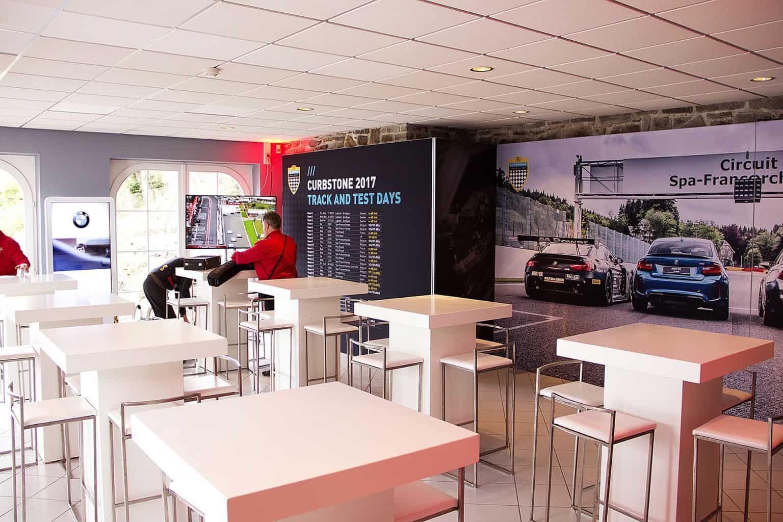 Mise en place du 24H VIP Lounge aux abords du circuit lors des 24H. Organisation par So Event.