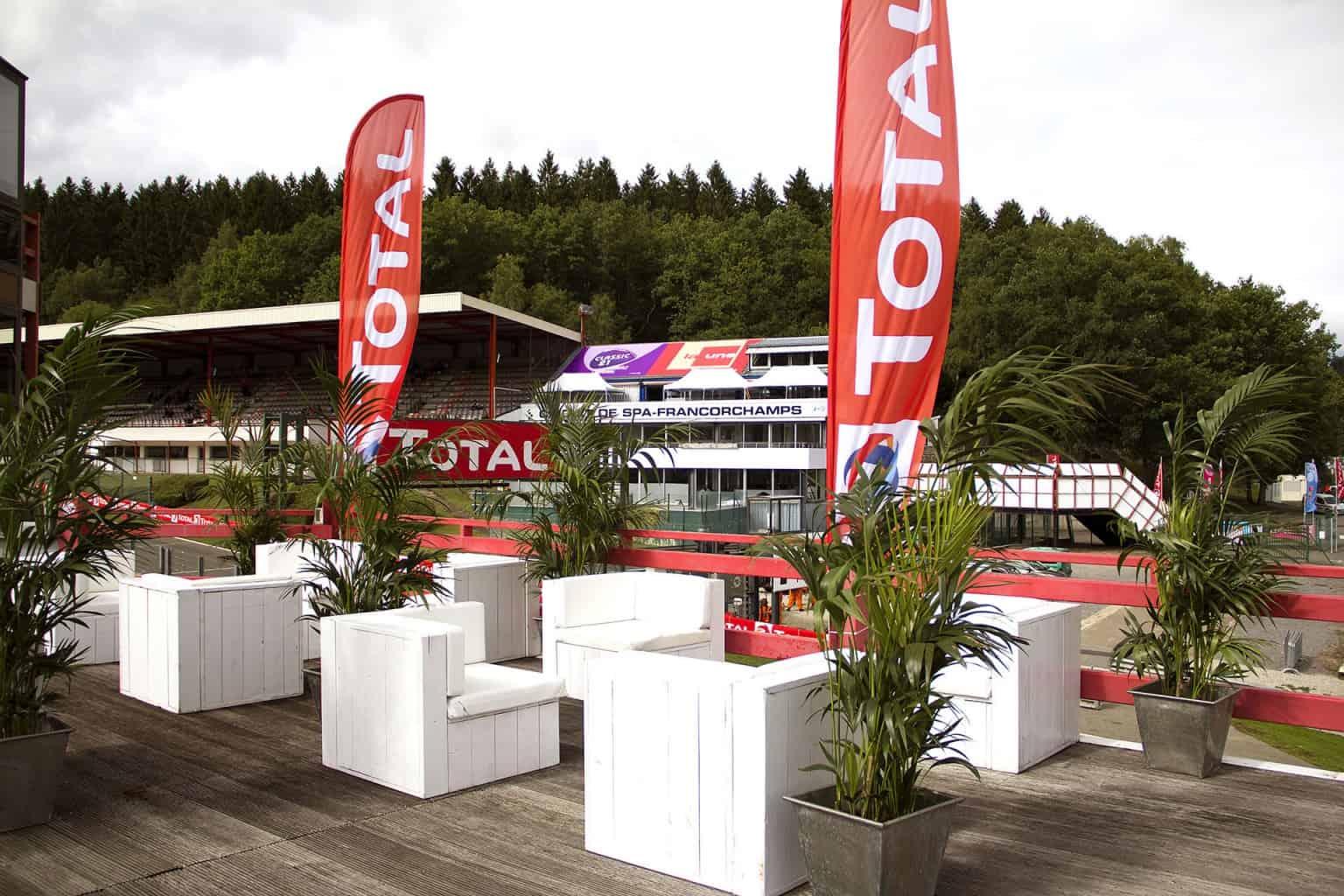 Aménagement des mezzanines réalisé par So Event à l'occasion des Total 24H de Spa.